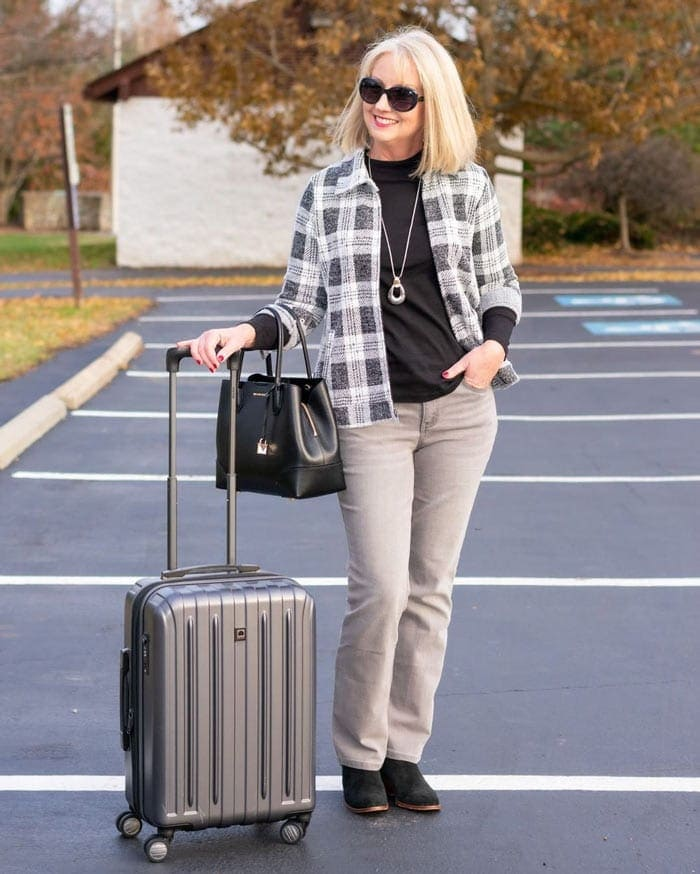 Kay wearing a neutral travel outfit | 40plusstyle.com