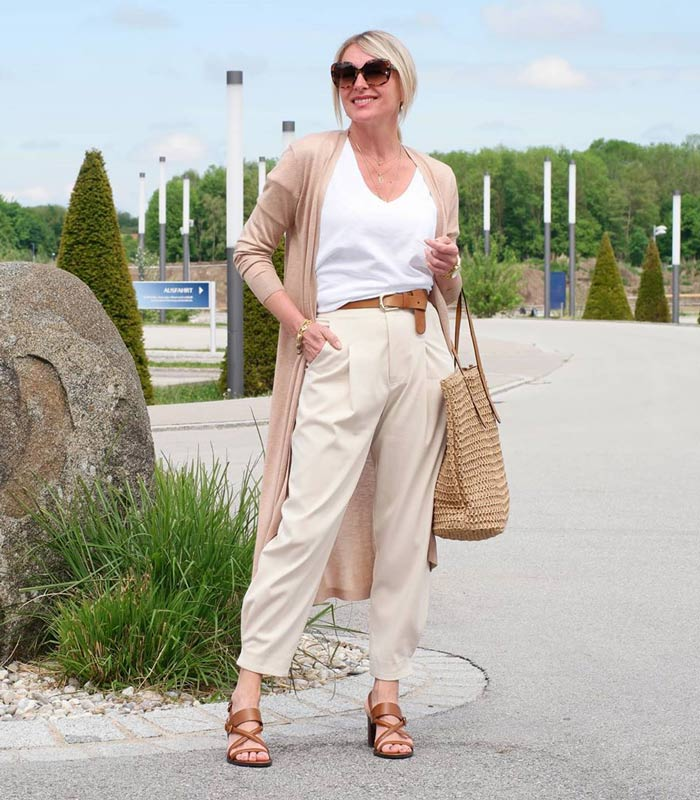 Larisa opts for a subtle, all-neutral outfit with her white t-shirt | 40plusstyle.com