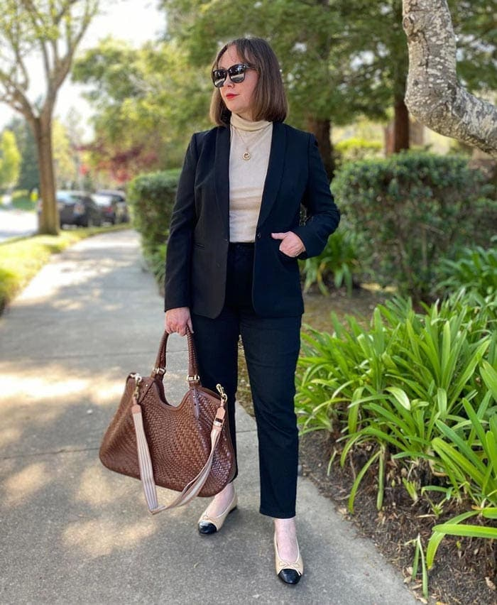 Best work shoes for women - Oxana wears ballet pumps with her black pants | 40plusstyle.com