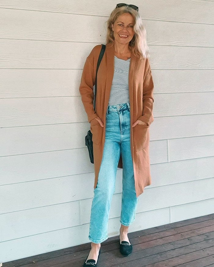 Shelley wears chain style loafers | 40plusstyle.com