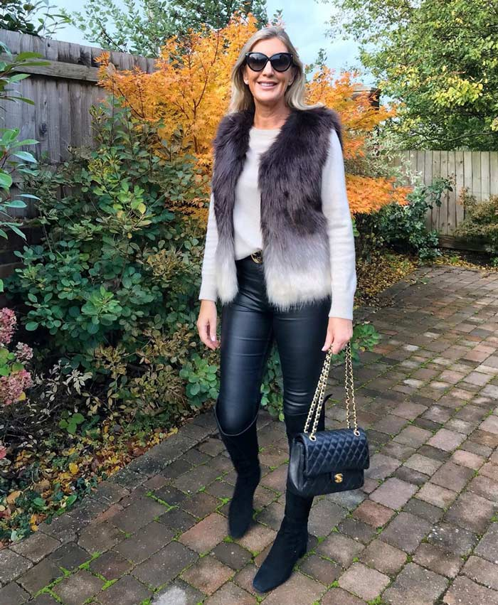 Best winter boots - Sarah wears suede boots | 40plusstyle.com