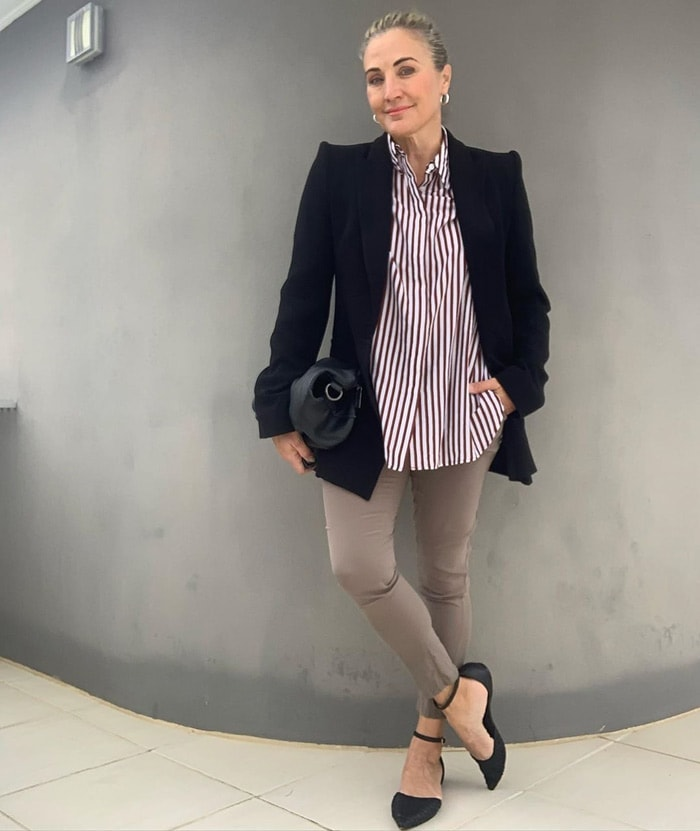 Melinda wears pointed shoes with her skinny pants | 40plusstyle.com