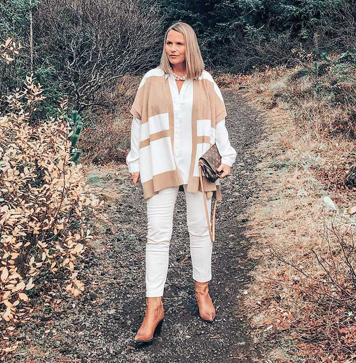 How to wear booties - Jona wears booties with white jeans | 40plusstyle.com