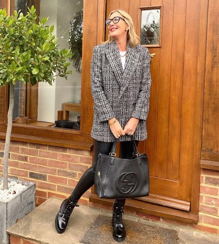 Sarah carries a Gucci tote   40plusstyle.com