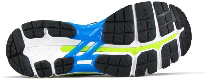 Углеродная резина на пятке и вспененная резина в передней части. Обновленный дизайн включает в себя прямоугольные выступы спереди и более четкое расположение сегментов резины сзади.