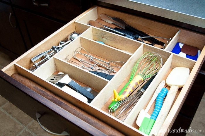 Organize your kitchen drawers and keep them organized with these fun kitchen utensil drawings. Includes free cut file for vinyl decals. housefulofhandmade.com   Silhouette Cameo   Vinyl Decal   Free Silhouette File   Kitchen Drawer Organization   Kitchen Utensil Organization   DIY Drawer Organizer   Wood Drawer Organizer   Custom Kitchen Organizer