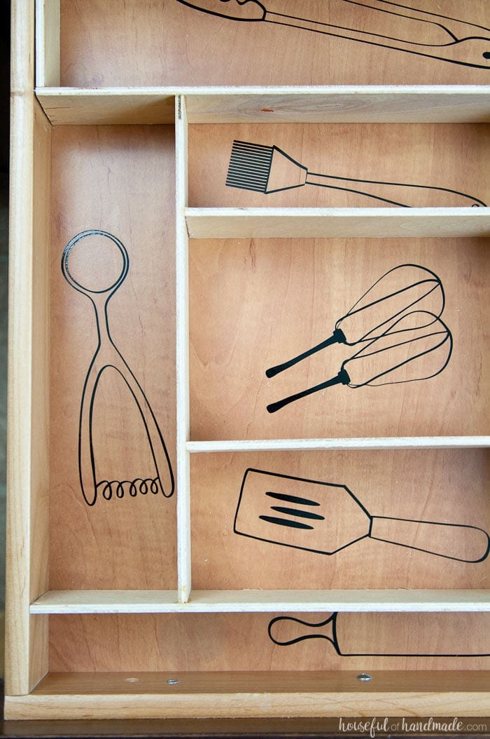 Use these amazing DIYs to Organize your home this year. Organize your kitchen drawers and keep them organized with these fun kitchen utensil drawings. Includes free cut file for vinyl decals. housefulofhandmade.com | Silhouette Cameo | Vinyl Decal | Free Silhouette File | Kitchen Drawer Organization | Kitchen Utensil Organization | DIY Drawer Organizer | Wood Drawer Organizer | Custom Kitchen Organizer