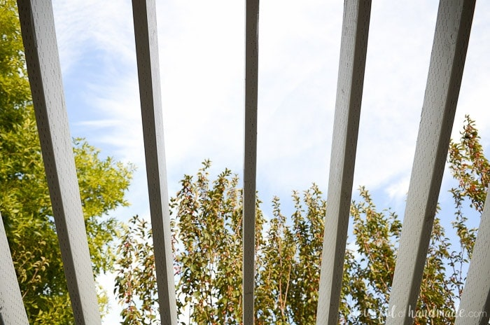 Turn your boring yard into livable space with a DIY pergola. This patio pergola is perfect for enjoying the outdoors all year long. Housefulofhandmade.com