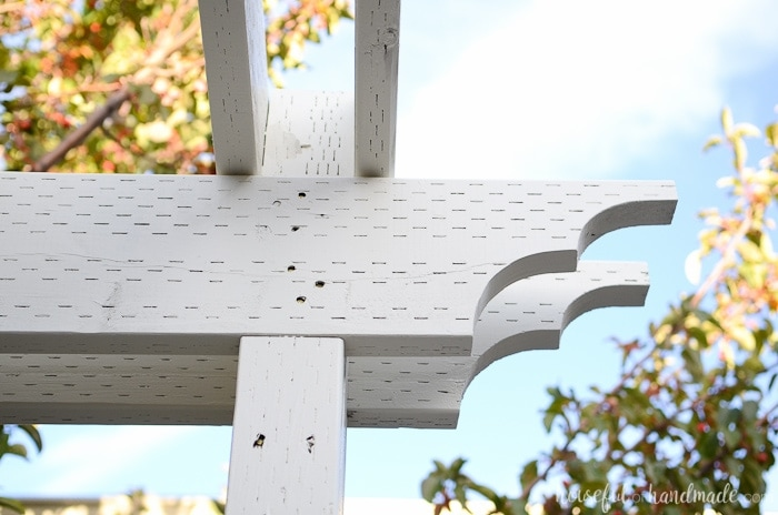 I love this pergola! A patio pergola is the perfect way to add a beautiful room to the outdoors. Housefulofhandmade.com