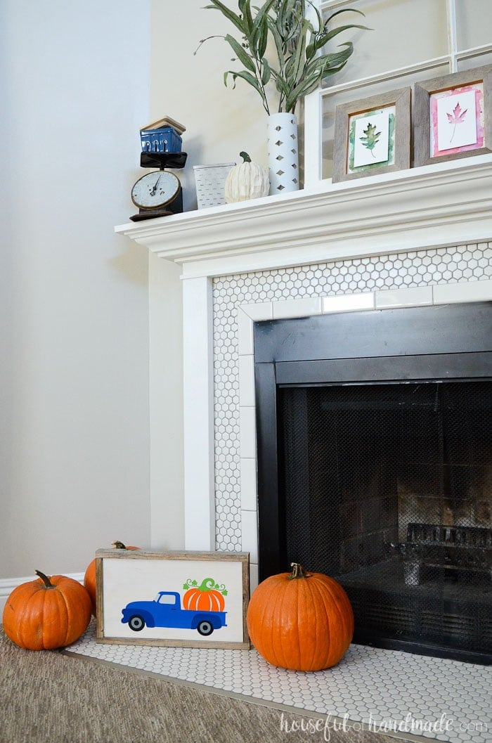Create an easy wood sign for your decor. Scrap wood and reclaimed wood are the perfect background for this pumpkin truck design. Housefulofhandmade.com