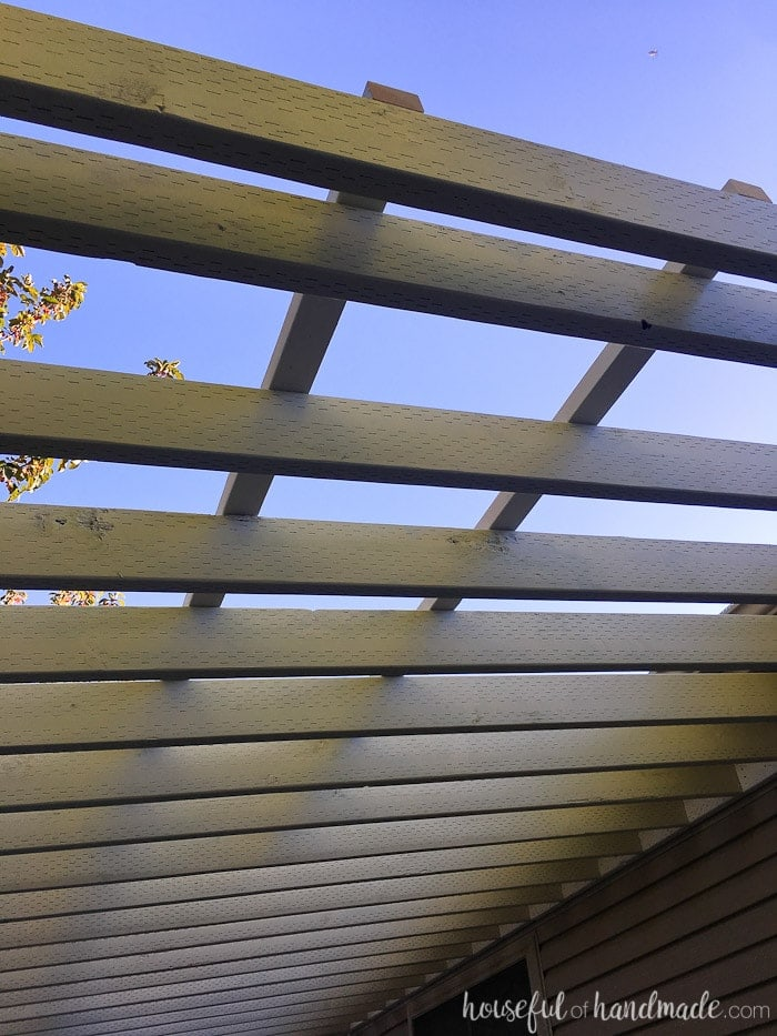 Attach a clear roof to your pergola with this tutorial. It's so easy! Housefulofhandmade.com