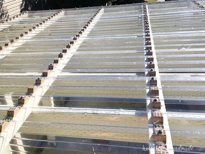 There are a lot of screws on the top of the pergola, but the new clear pergola roof looks amazing! Housefulofhandmade.com