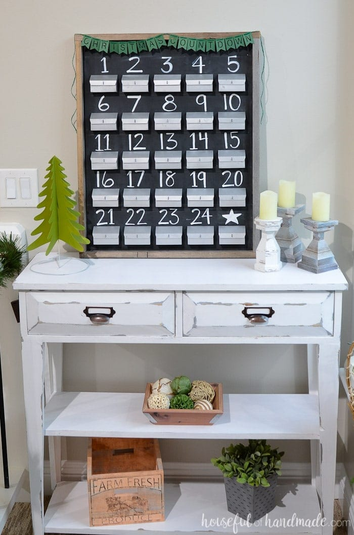 This refillable rustic advent calendar is the perfect farmhouse Christmas decor. You can fill your own advent calendar with treats, small presents, or activities to help countdown to Christmas. Housefulofhandmade.com