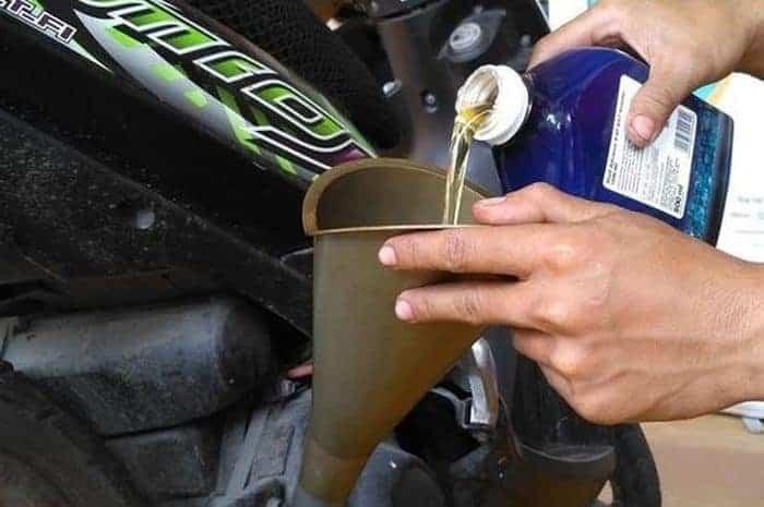 Ini 5 Tips Cermat Ganti Oli Biar Motor Bisa Awet!