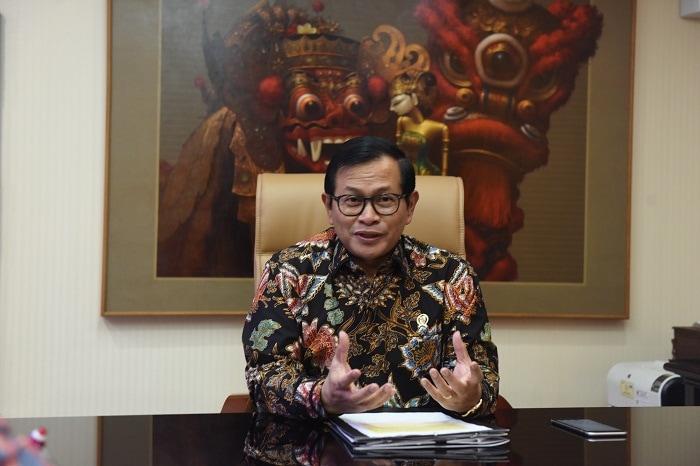 Seskab, Pramono Anung, saat diwawancara mengenai peringatan Hari Pers Nasional 2017 (Foto: Humas/Rahmat)
