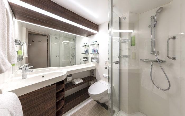 キャビンのバスルームの画像