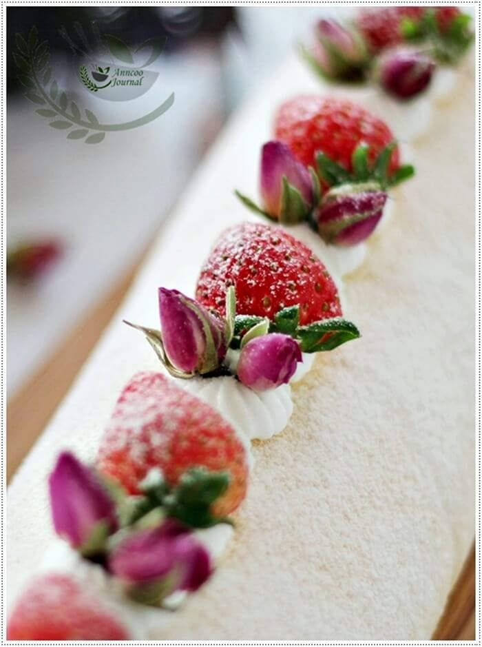 strawberry-roll-with-rose-petal-jam-087