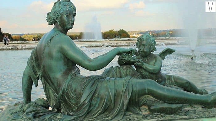 escultura nos jardins de verssailles