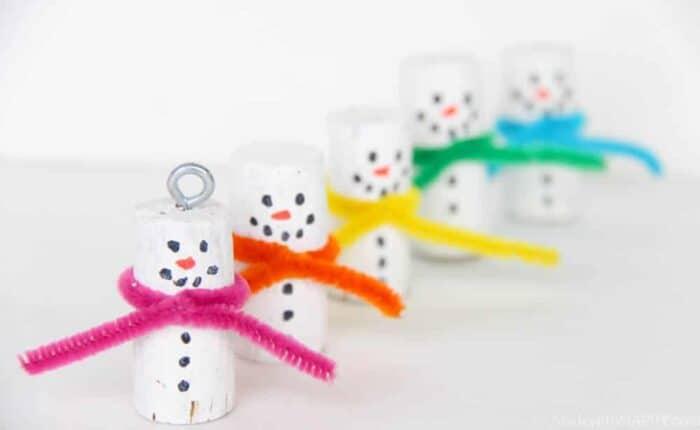 Wine Cork Ornaments | Cork Snowman Ornaments | Kids Snowman Crafts | Christmas Cork Crafts | Snowman Kids Crafts | Kids Cork Crafts | Winter Crafts for Kids | www.madewithhappy.com