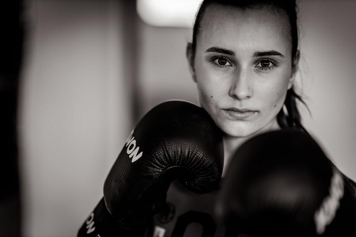 ein Sportlerportrait in Schwarz Weiss Kamera: Canon EOS R Sigma Art 105mm