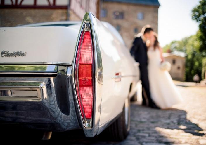 weißer Cadillac BJ 1971 als Hochzeitsauto