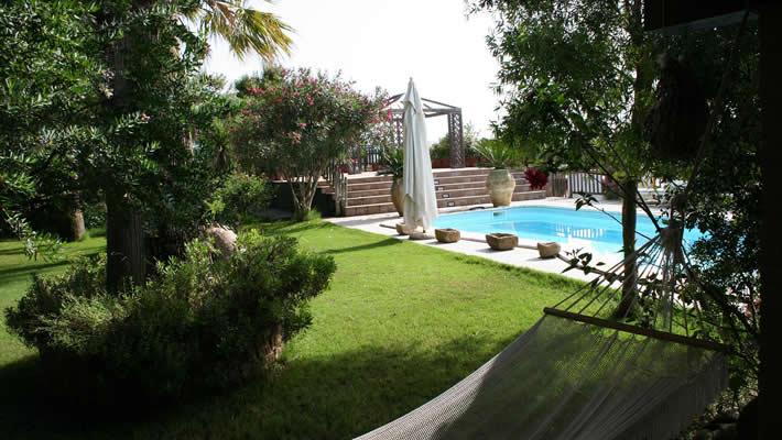 Garden with pool at B&B casa di luca