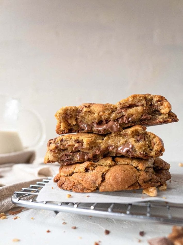 levain bakery milk chocolate and walnut cookies