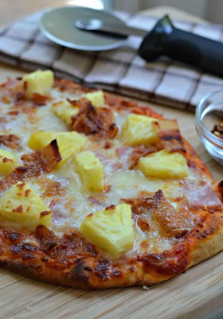 Mouthwatering Easy Hawaiian Pizza