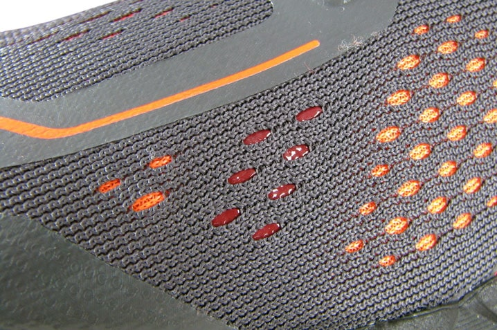 Использование системы внутренних лент уменьшает количество швов на сетке