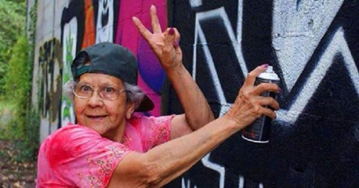#world - Hip-Hop Has No Age or Geographic Boundaries. These Portuguese Graffiti Grandmothers Are Proof (Video) - @AFH Artes & contextos world hip hop has no age or geographic boundaries these portuguese graffiti grandmothers are proof video afh
