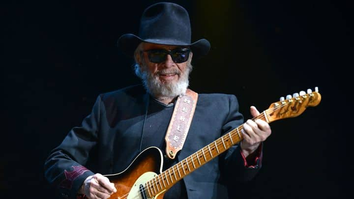 #merlehaggard - Merle Haggard Makes Surprise Return to the Stage - @Rolling Stone Artes & contextos Merle Haggard