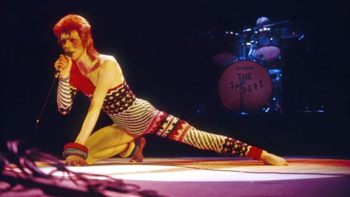 How America Inspired David Bowie to Kill Ziggy Stardust With 'Aladdin Sane' - @Rolling Stone #davidbowie #ziggystardust Artes & contextos how america inspired david bowie