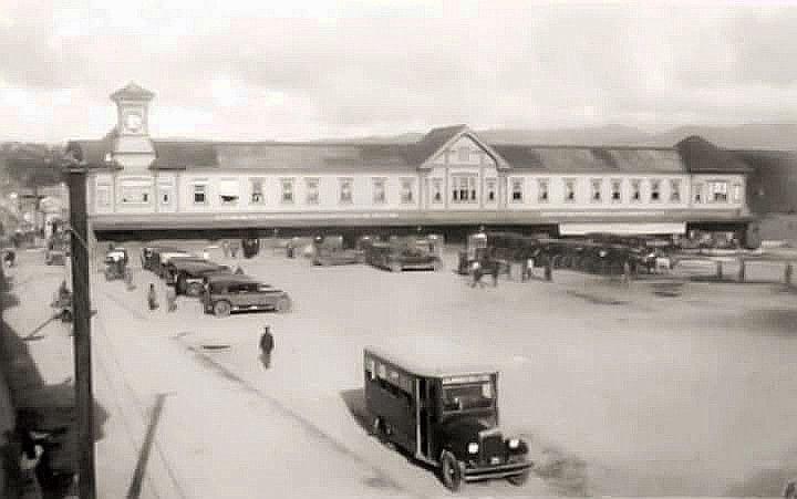 Plaza exterior de la Estación Central del Ferrocarril