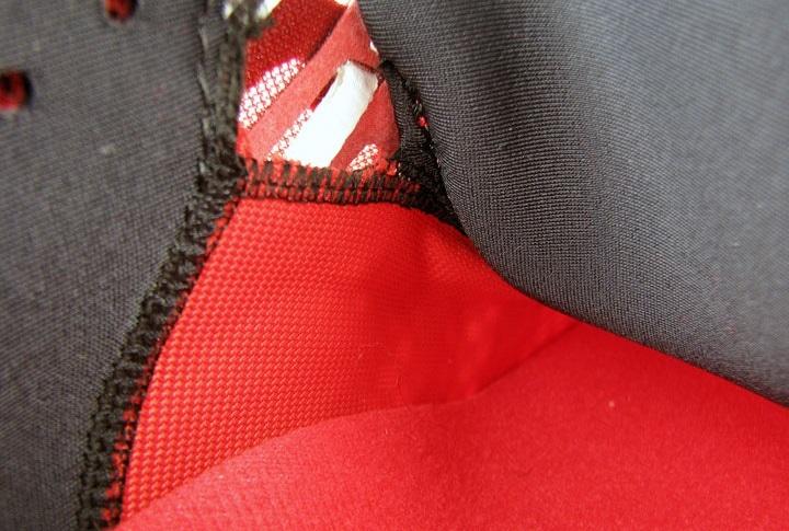 Внутри кроссовок Transcend 2 находится цельный кусок сетки, который облегает ногу как носок.
