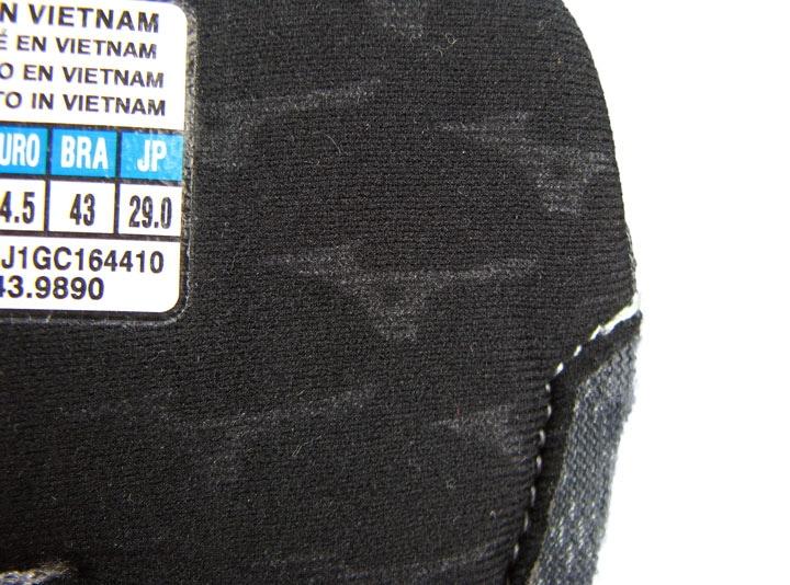 Рис.8 Логотипное тиснение на ткани язычка как в прошлом году
