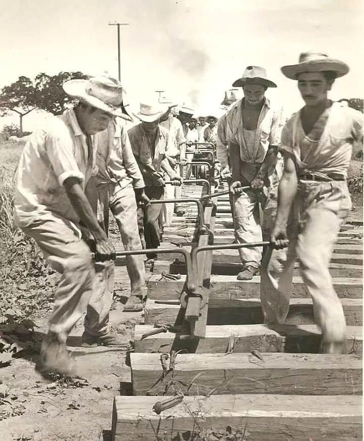 Construcción de la línea ferroviaria en Tiquisate