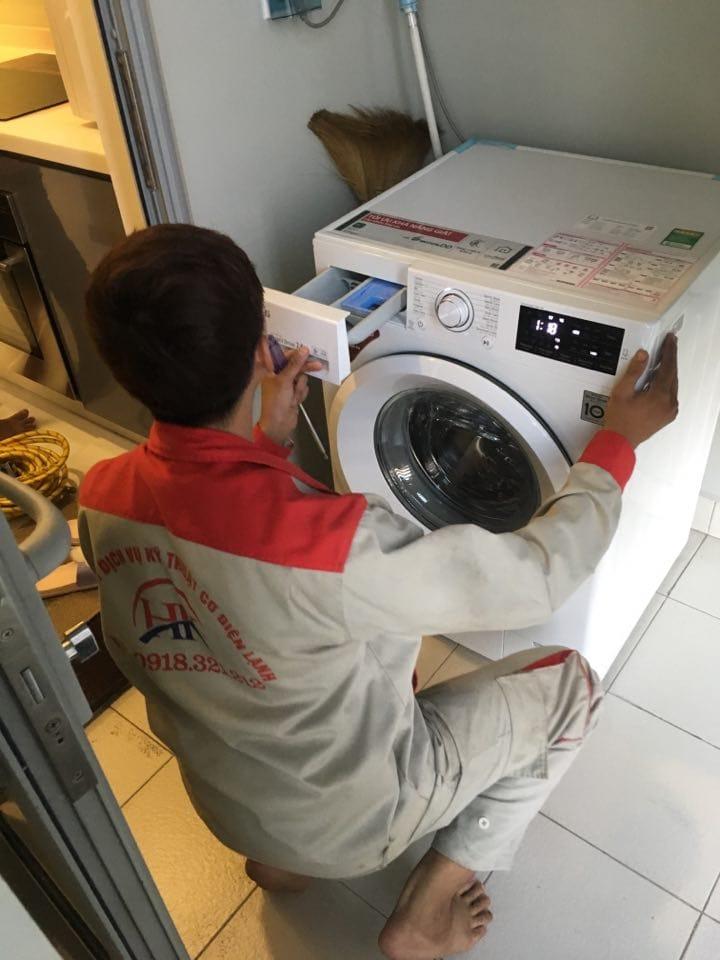 Vệ sinh máy giặt tại nhà đảm bảo 53731918_566798200396783_5035854351470428160_n