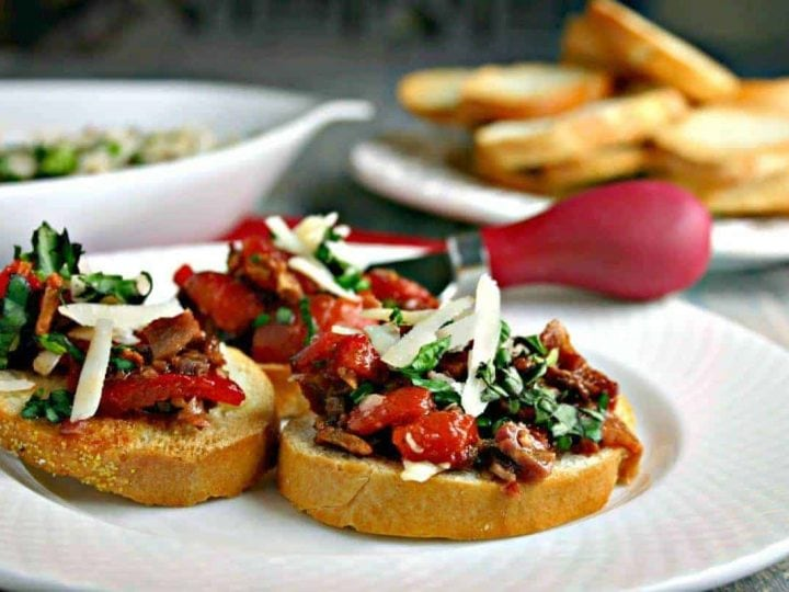 Roasted Red Pepper-Bacon Bruschetta