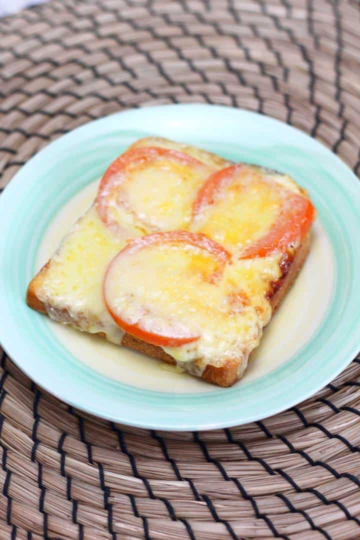Broiled cheese and tomato sandwich