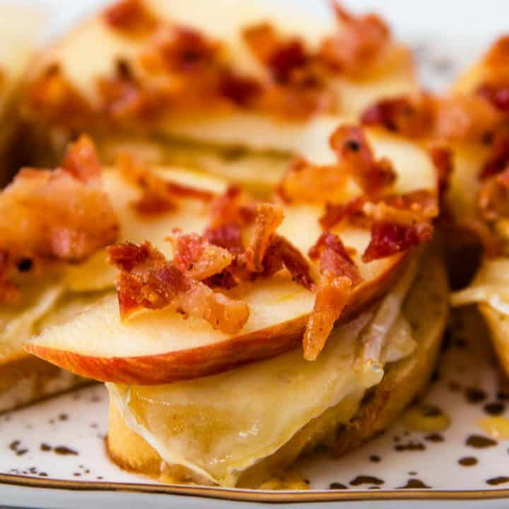 Bacon Brie Apple Crostini