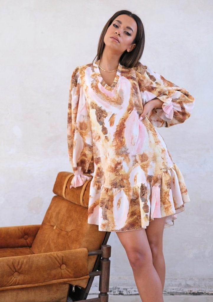 Sukienka z paskiem w akwarelowy wzór
