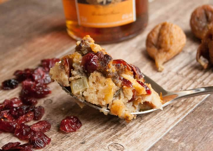 sausage-fig-cranberry-stuffing-04