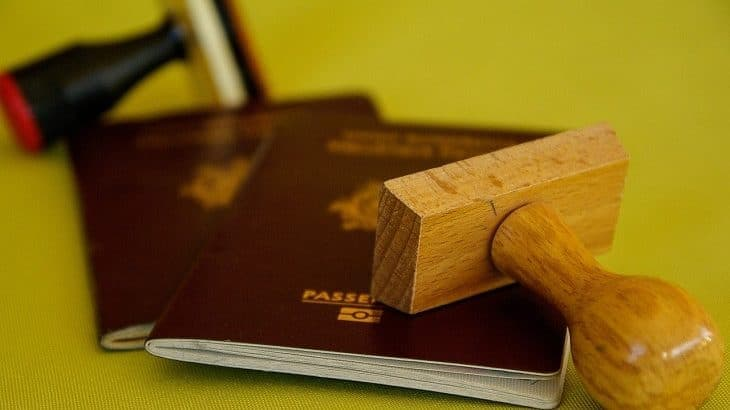 フランス滞在許可証の期限が延長へ