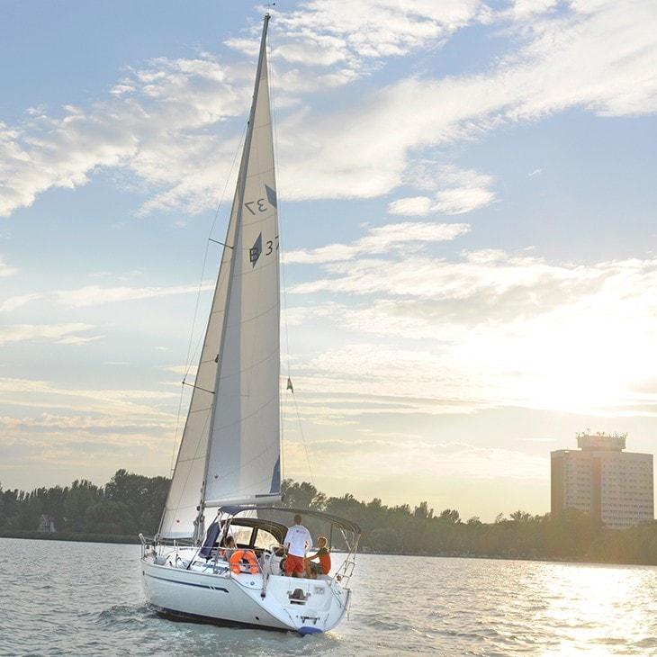 Bavaria 37 sailboat charter | Füredyacht Charter