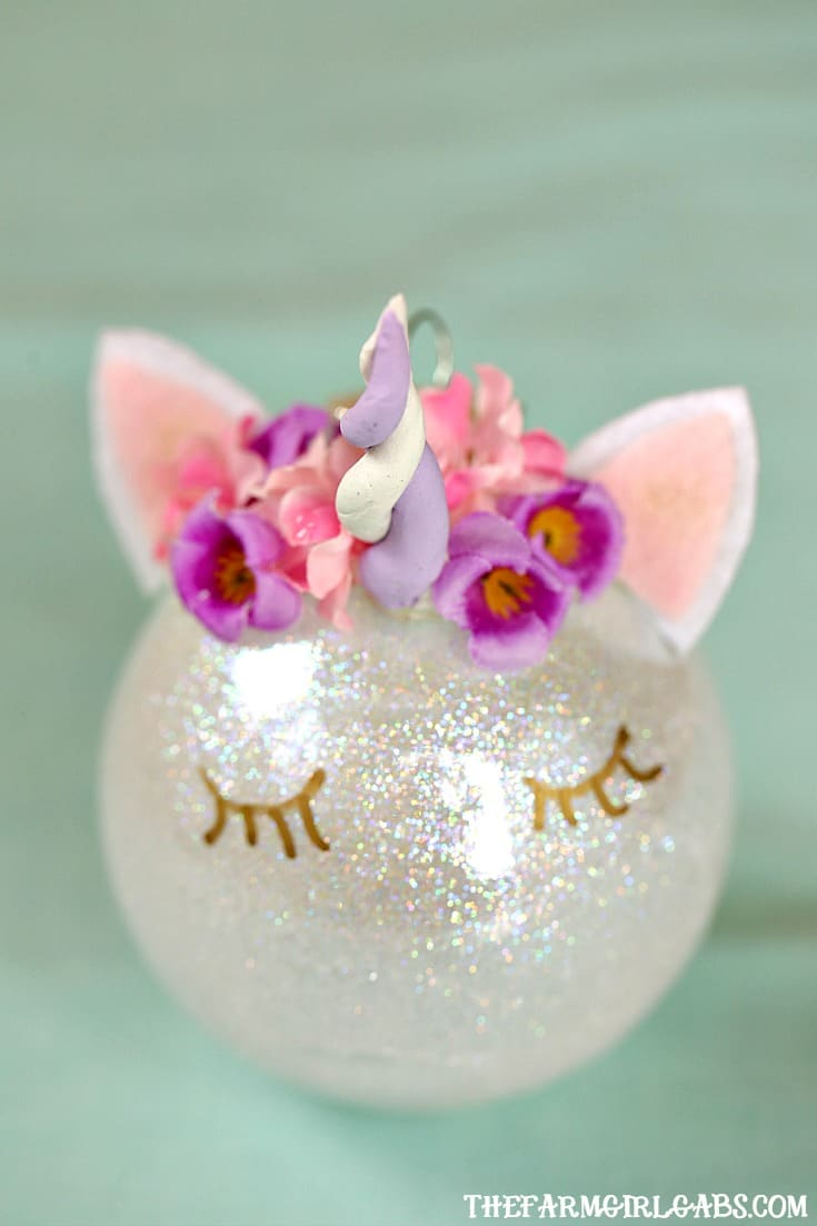 This magical Unicorn Christmas Ornament is an easy DIY ornament to make for your Christmas tree this year!