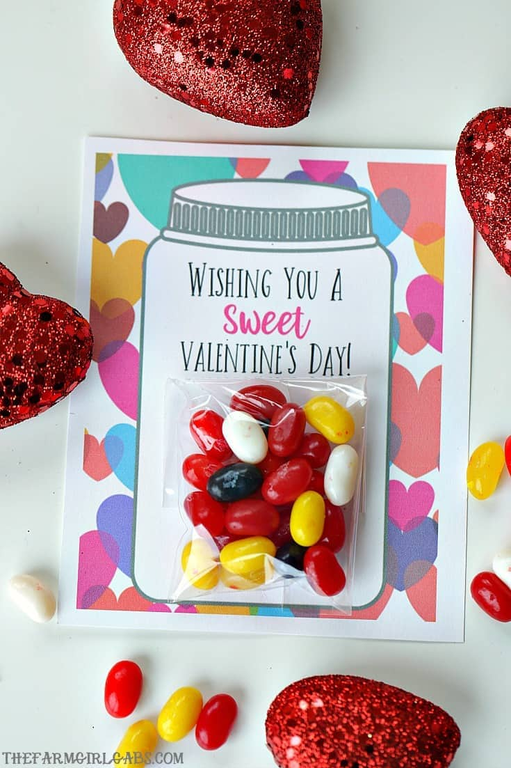 Yourkids will have a sweet Valentine's Day making these adorable Sweet Candy Jar Valentines for their friends. #ValentinesDay #Candy #Printables #holidaycrafts #ValentinesDayCards #ValentinesDayCrafts
