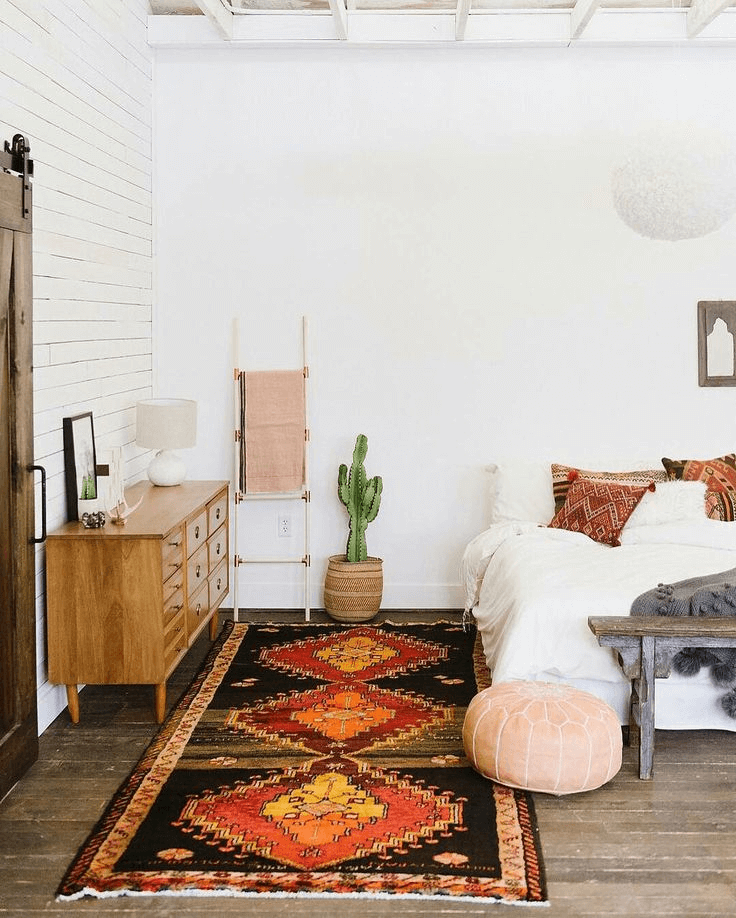 Shag rug bohemian bedroom decor ideas for small space