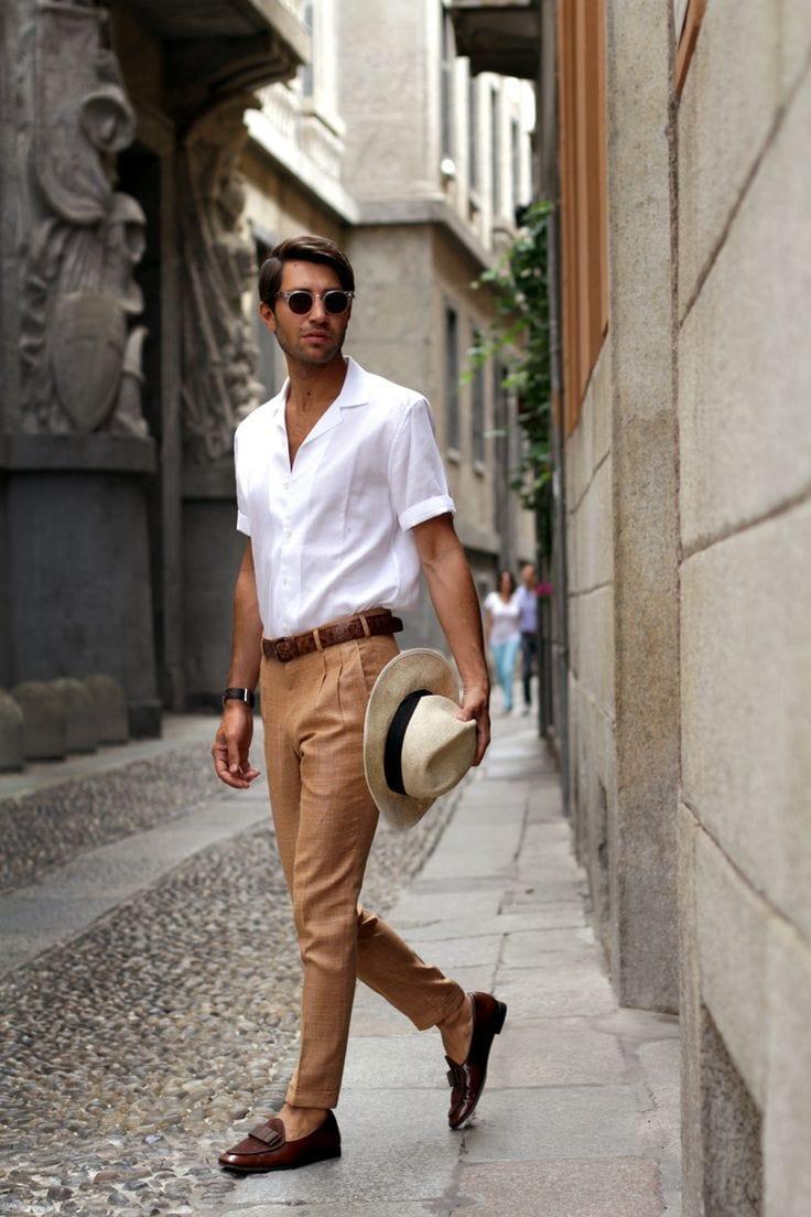 Соединив бежевые брюки с белой рубашкой, вы точно никогда не ошибетесь