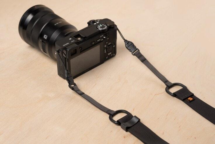 सोनी MX पर सरल M1a मिररलेस कैमरा पट्टा
