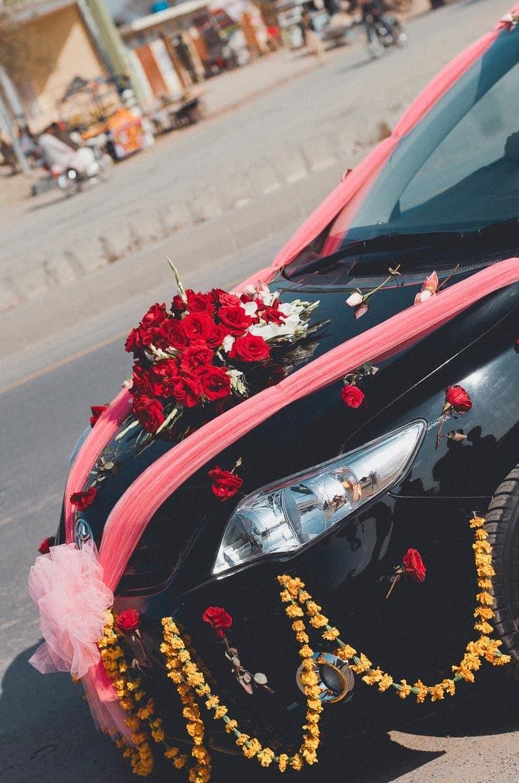 Der var bryllupper hele tiden - og der var mange bryllupsrelaterede forretninger. Jeg er vild med udsmykningen. Den kan herboende pakistanere godt gøre sig mere i.